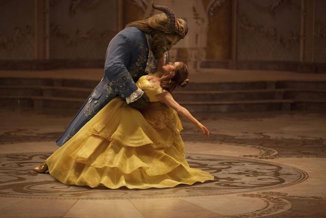 scena de dans din frumoasa si bestia