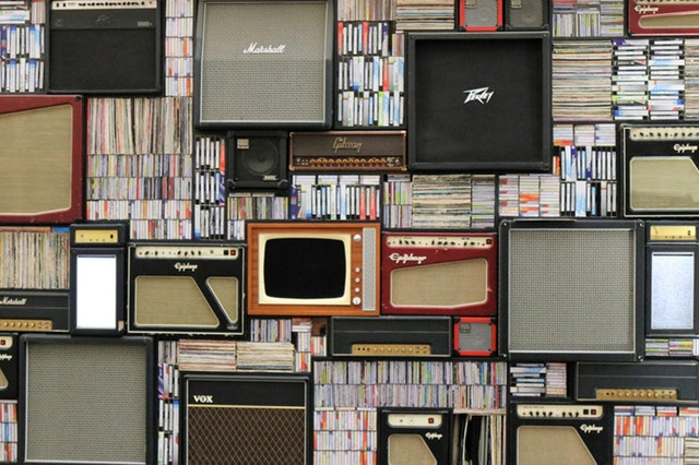 la cate canale tv te uiti multe televizoare