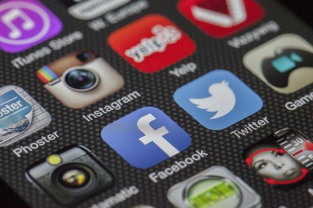 telefoanele ne saboteaza social media
